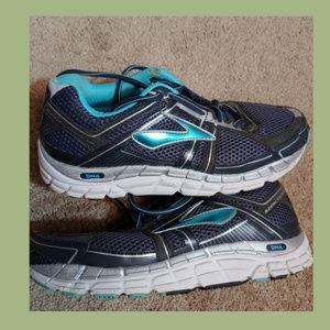 Brooks addiction A12 running shoes size 10